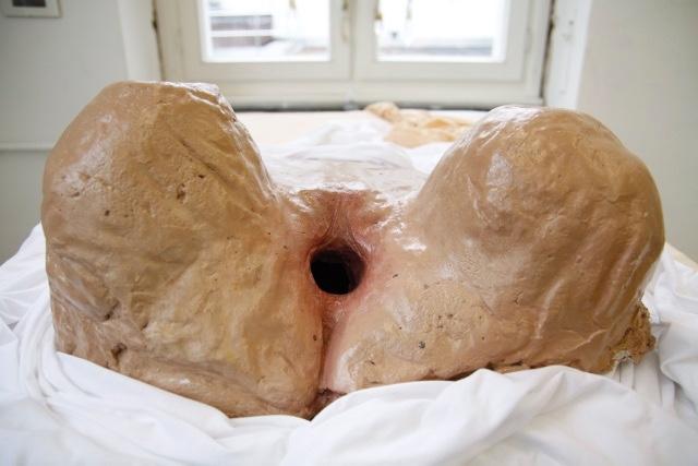 2012-Ausstellung-Sex-7-vulva-installation-vagina-bett-Luisa-Pohlmann-Kunst-Berlin
